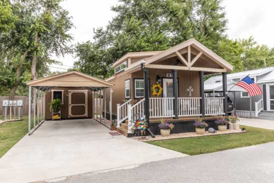 Wonderfully Finished Tiny Home in Great Community!